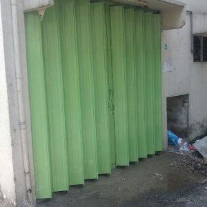 Collapsible Gate with Shutter Plate